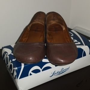 How Lucky are you?!? Chocolate brown leather flats